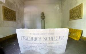 Gruft auf dem St.-Jakobs-Friedhof in Weimar. Schiller wurde hier am 12. Mai 1805 beigesetzt.